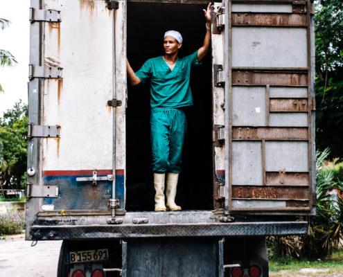 worker cuba truck